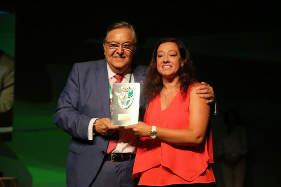 El Sporting Club de Huelva ha recibido dos de los galardones entregados, primero por ser campeonas del Campeonato de España Copa de SM La Reina y después por el ascenso a la Segunda División Femenina del filial sportinguista.