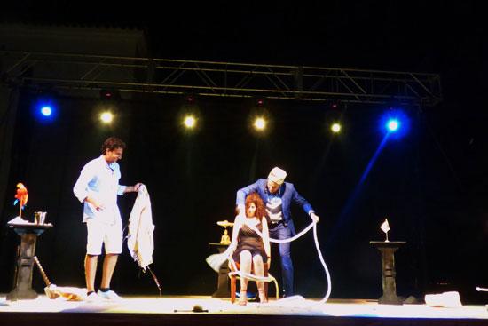 El Campus de Rábida se llenó ayer de público para disfrutar del humor, la magia y el surrealismo de Mr. Kebab.