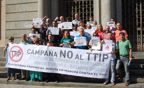 """Bajo el nombre de """"Huelva en marcha contra el TTIP' ha quedado constituida la plataforma contra el Tratado de Comercio e Inversiones entre Estados Unidos y la Unión Europea.."""