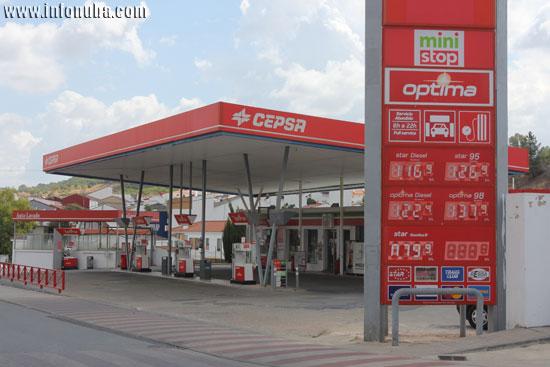 Imagen de una estación de servicio de Cepsa en la localidad onubense de Nerva.