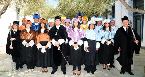 Foto de familia en la inauguración curso académico de la UHU.