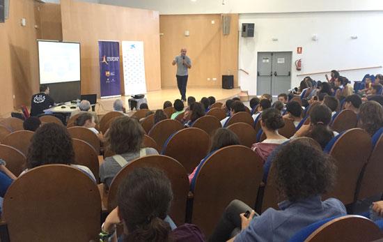 Antonio Pinilla durante la charla.