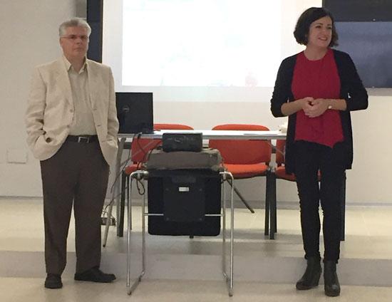 La inauguración, celebrada en la Agencia Común de Desarrollo Transfronterizo de la Diputación de Huelva, ha contado con la participación de la diputada onubense de Bienestar Social, Aurora Vélez Morón, y el delegado de la FAD en Andalucía, Alfonso Borrego Prieto.