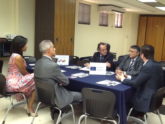 Imagen de una reunión de la misión comercial en Panamá.