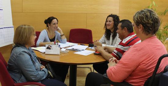 La concejala de Políticas Sociales e Igualdad del Ayuntamiento, Alicia Narciso, se ha reunido esta semana en el edificio Gota de Leche con la Asociación de Personas con Discapacidad Aspedio.