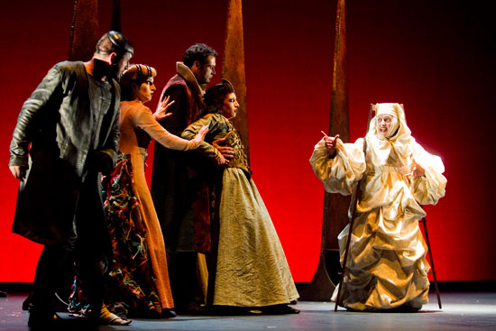 La compañía Atalaya inaugura la programación teatral.