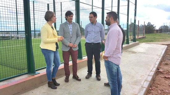 La diputada del Área de Infraestructura, Medio Ambiente y Planificación de la Diputación de Huelva, Laura Martín, se ha trasladado recientemente El Cerro de Andévalo donde ha visitado, junto al alcalde de esta localidad, Pedro Romero, las nuevas pistas de pádel.