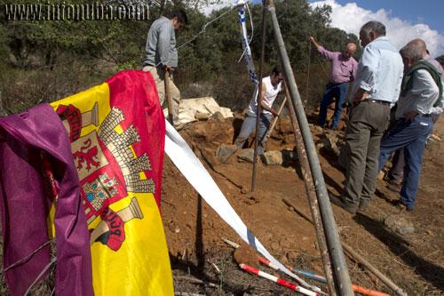 Trabajos de exhumación de una fosa en la localidad de Zalamea la Real.