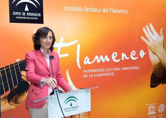 La consejera de Cultura, Rosa Aguilar, presentó en la jornada de ayer el calendario de actos conmemorativos con motivo de la celebración el próximo 16 de noviembre del Día del Flamenco en Andalucía.