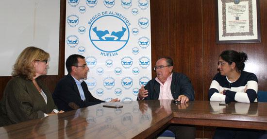 """Sánchez, que ha estado acompañado por las concejales Berta Centeno y Juana Carrillo, ha trasladado a Díaz Cabrera en el transcurso de la reunión la """"total disposición"""" del Grupo Popular a colaborar con el Banco de Alimentos."""