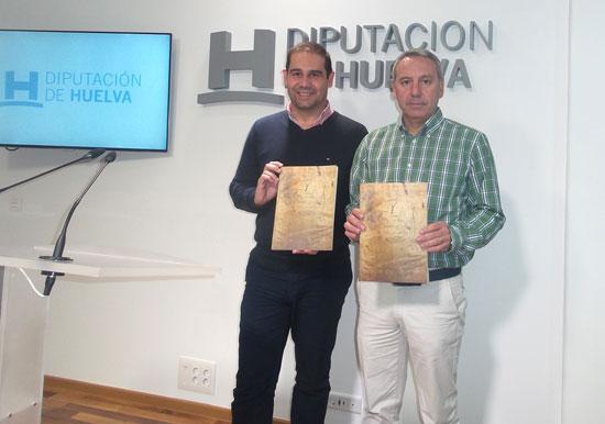 La edición facsimilar del Privilegio del Villazgo de Jabugo de 1691 ha sido presentada esta mañana por el alcalde de Jabugo y vicepresidente de la Diputación, José Luis Ramos, y el jefe de servicio de Archivos, Felix Sancha.