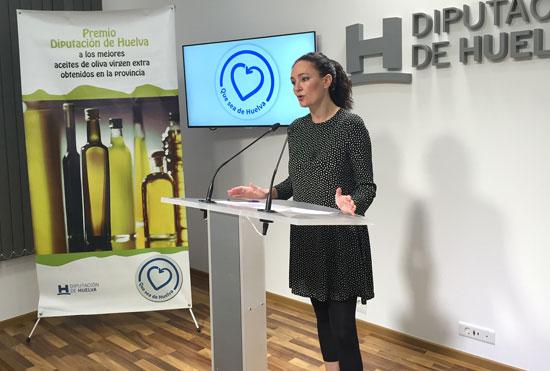 La diputada de Desarrollo Local, Lourdes Martín, ha presentado las bases del Premio, que presenta como novedad en esta edición la incorporación de una nueva categoría que premiará la mejor producción ecológica de Aceite de Oliva Virgen Extra.