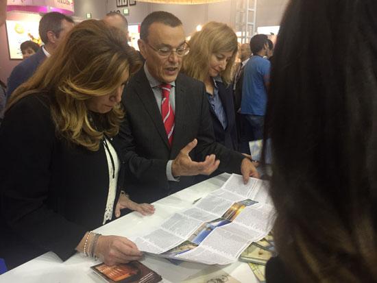 Ignacio Caraballo acompañado por la presidenta de la Junta de Andalucía, Susana Díaz, en el World Travel Market de Londres.