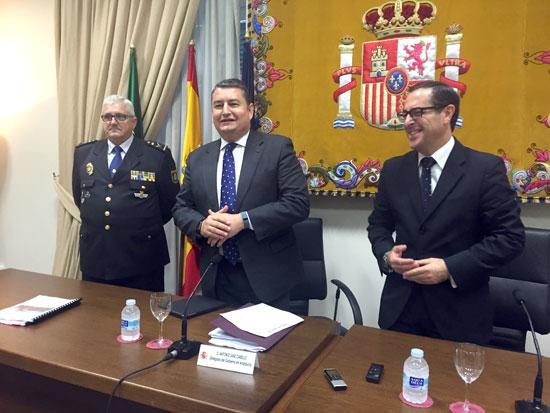 El delegado, que ha estado acompañado por el subdelegado, Miguel Briones, ha explicado que la evolución de la tasa de criminalidad es positiva en cada una de las ocho provincias andaluzas.