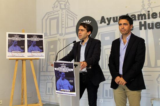 El concejal de Deportes, Antonio Ramos, y el director técnico del Club Recreativo IES La Orden, Francisco Ojeda, han presentado esta mañana el Máster Nacional Absoluto 'Ciudad de Huelva' de Bádminton.