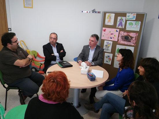 El delegado del Gobierno de la Junta de Andalucía en Huelva, Francisco José Romero, ha mantenido un encuentro con los responsables del Servicio de Asistencia a Víctimas en Andalucía.