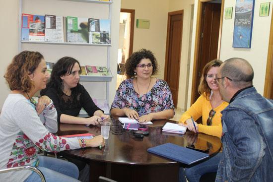 Reunión del Ayuntamiento de Huelva con el en Instituto Andaluz de la Mujer.