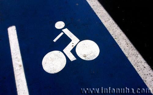 Imagen de un carril bici en la localidad de Valverde del Camino.