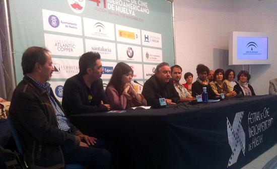 La entrega del Premio Ciudad de Huelva a Aitana Sánchez-Gijón se acaba de cerrar definitivamente, tal y como ha confirmado el director de la muestra cinematográfica, Pedro Castillo Arteta, durante una rueda de prensa en la que el Festival de Cine Iberoamericano de Huelva ha recibido el respaldo de artistas, entidades sociales y establecimientos gastronómicos de la ciudad.