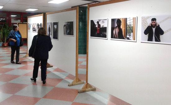 El centro social Lazareto ha sido el punto de partida de la exposición fotográfica itinerante 'Corazones a refugio', una iniciativa de la asociación Periferias con la que colabora el Ayuntamiento de Huelva.