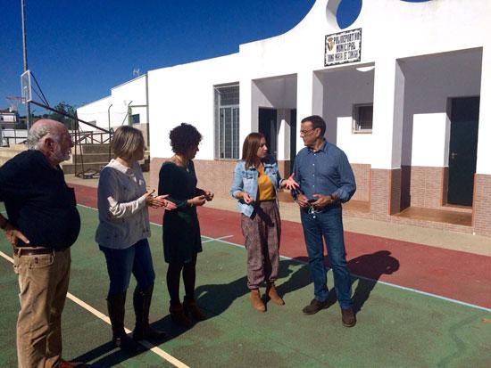 El presidente de la Diputación ha visitado las pistas polideportivas, donde la próxima semana y con un presupuesto de 9.000 euros procedentes del Plan de Concertación, se iniciarán las obras de cerramiento perimetral.