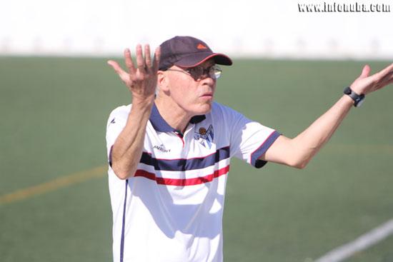 Antonio Toledo gesticula durante el final del encuentro.