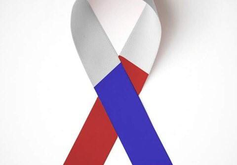 Lazo solidario con los colores del país galo.