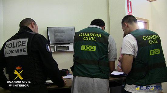 Agentes de los diferentes cuerpos de seguridad trabajando en el caso.