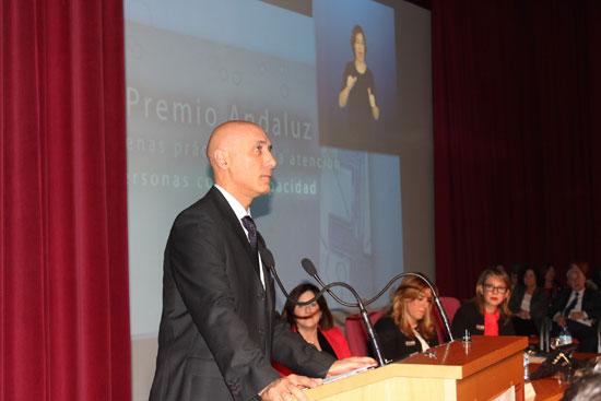 Momento en el que Andrés Mejías se dirige al público asistente.