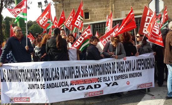 Imagen de la concentración en el Parlamento Andaluz el pasado miércoles.