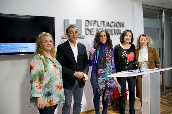 """Imagen de la presentación del vídeo-clip """"Tu mundo"""" en la Diputación de Huelva."""
