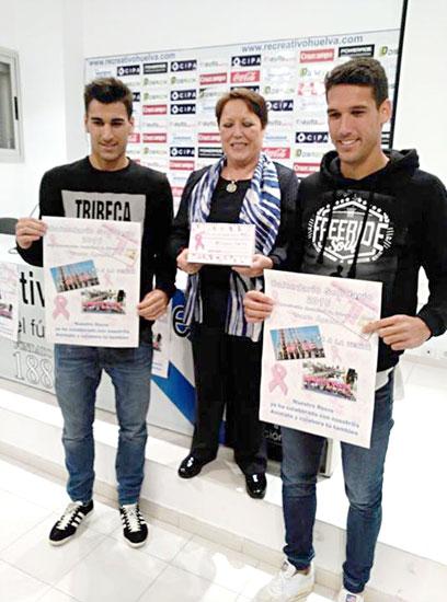 Diego Jiménez, Charo Venegas y Ale Zambrano presentando en la mañana de ayer el calendario.