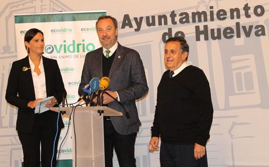 El Ayuntamiento de Huelva, Ecovidrio y el Banco de Alimentos han presentado hoy la campaña solidaria '1 kilo es 1 kilo' .