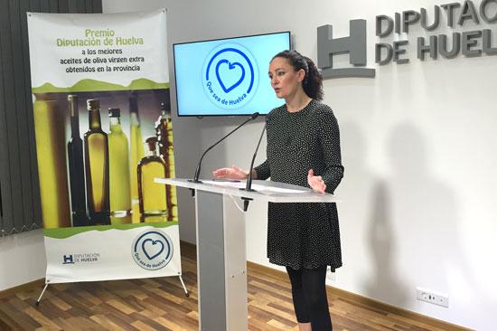 Lourdes Martín presenta los Premios a los mejores Aceites de Oliva en la Diputación de Huelva.