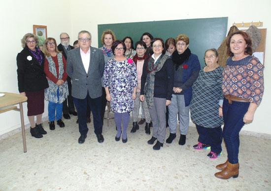 Imagen de la visita de Rafael López junto a las participantes.