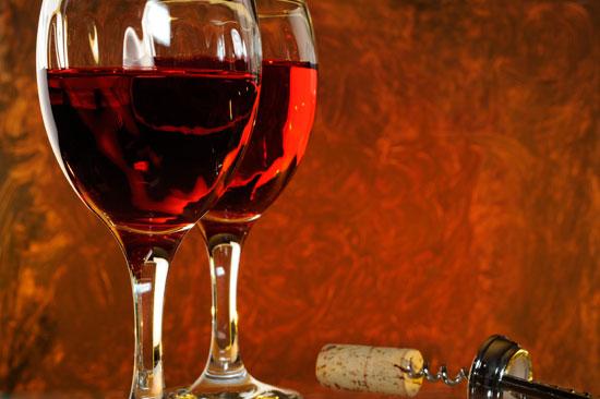 Imagen de copas de vino.
