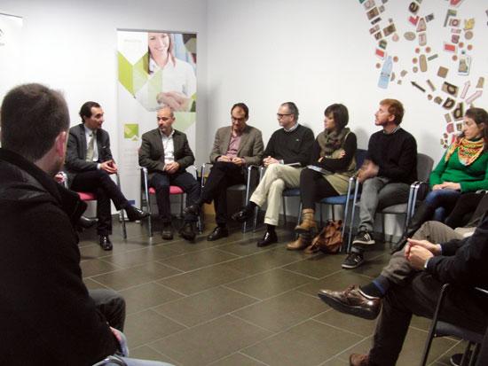 Previamente a dar a conocer este balance, Manuel Ceada ha mantenido un encuentro con los responsables de las 12 iniciativas empresariales que actualmente ejercen su actividad en el CADE de Huelva capital