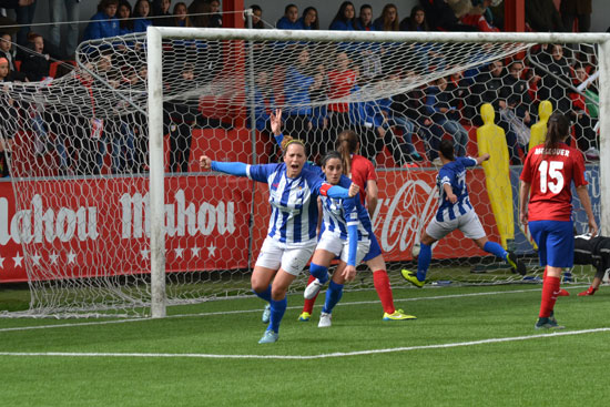 Patri Gavira celebra el gol sportinguista.
