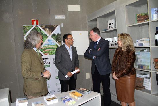 La Rábida, un espacio que el pasado año superó las 200.000 visitas, cuenta desde hoy con un Punto de Información Turística para ofrecer a los visitantes tanto información de los Lugares Colombinos como del resto de la provincia de Huelva.