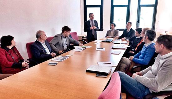 Reunion sobre la movilidad urbana sostenible en la ciudad de Huelva.