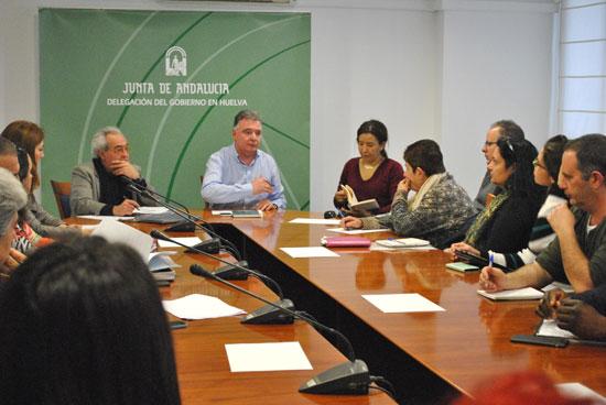 l delegado del Gobierno andaluz en Huelva, Francisco José Romero, ha mantenido una reunión con representantes de 19 organizaciones de la provincia de Huelva que van a percibir este año ayudas de la Junta de Andalucía.