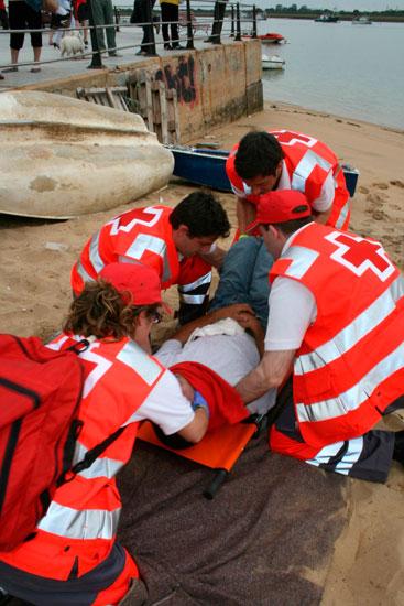 Imagen de un ejercicio práctico de socorrismo impartido por Cruz Roja.