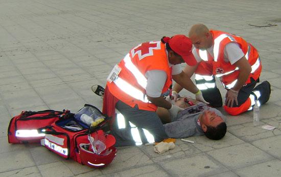 Imagen de un ejercicio práctico de socorrismo impartido por Cruz Roja