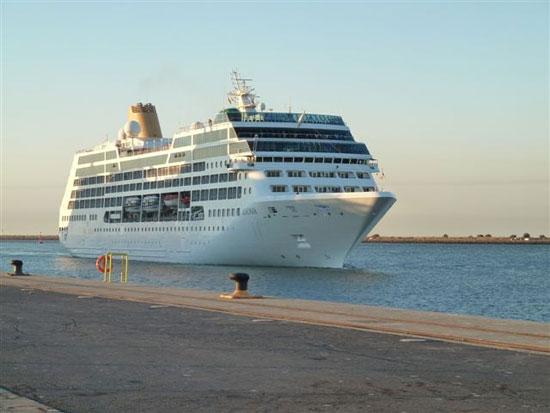 Imagen de un crucero a su llegada al Puerto de Huelva.