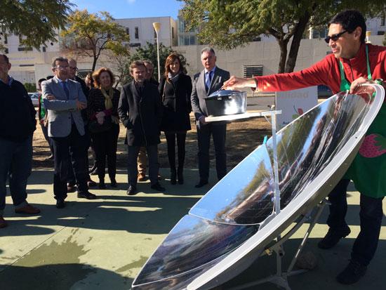 Imagen de una cocina solar en el Campus del Carmen.