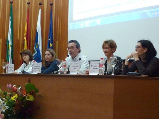 La Consejería de Salud ha organizado hoy unas jornadas en el Hospital Juan Ramón Jiménez con el objetivo de presentar a profesionales y asociaciones de pacientes de Huelva la nueva Estrategia de Cuidados de Andalucía.
