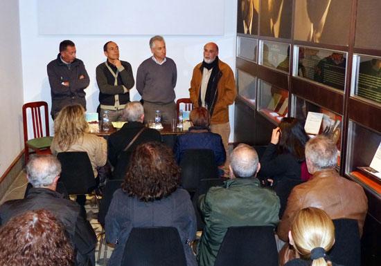 Acto de la presentación de la novela.