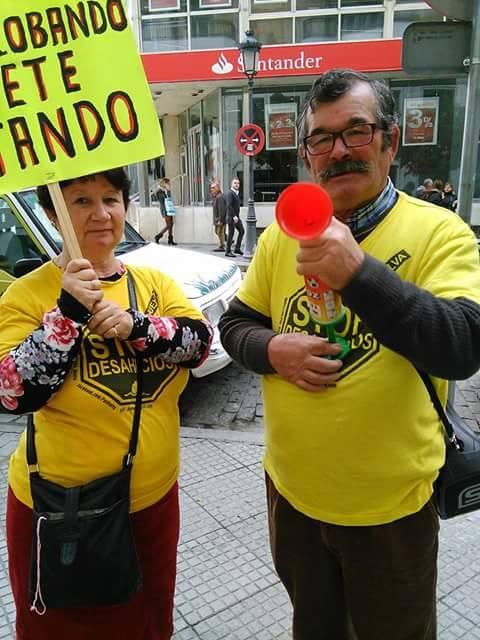 Imagen de Juan y María durante una protesta.
