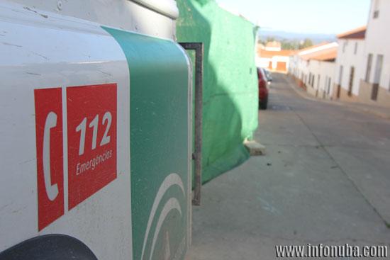 Imagen de un vehículo de 112 en la calle Don Juan Vallecillo.