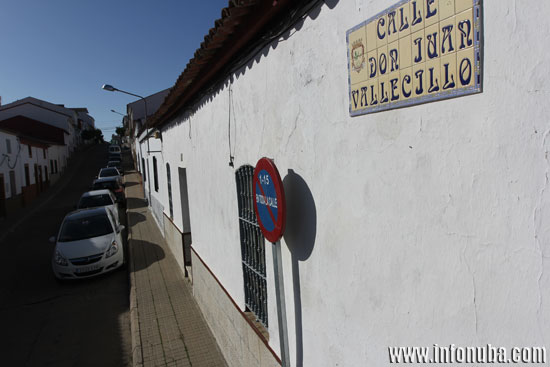 Imagen de la calle Don Juan Vallecillo de la localidad onubense de El Campillo.